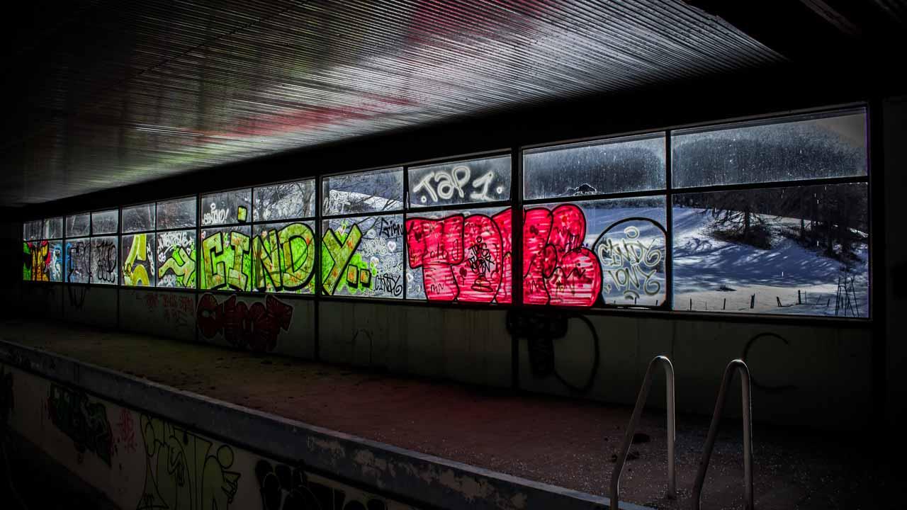 install anti graffiti film
