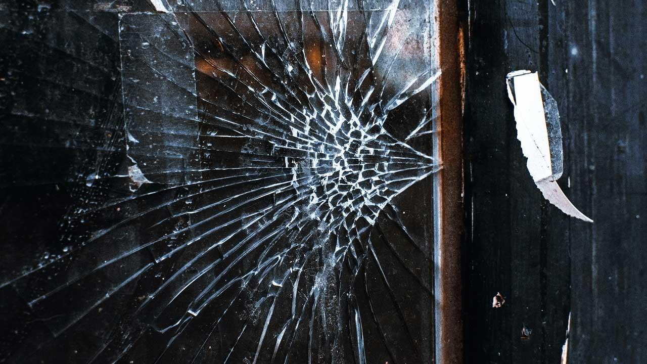 Window-security-film-strengthens-glass